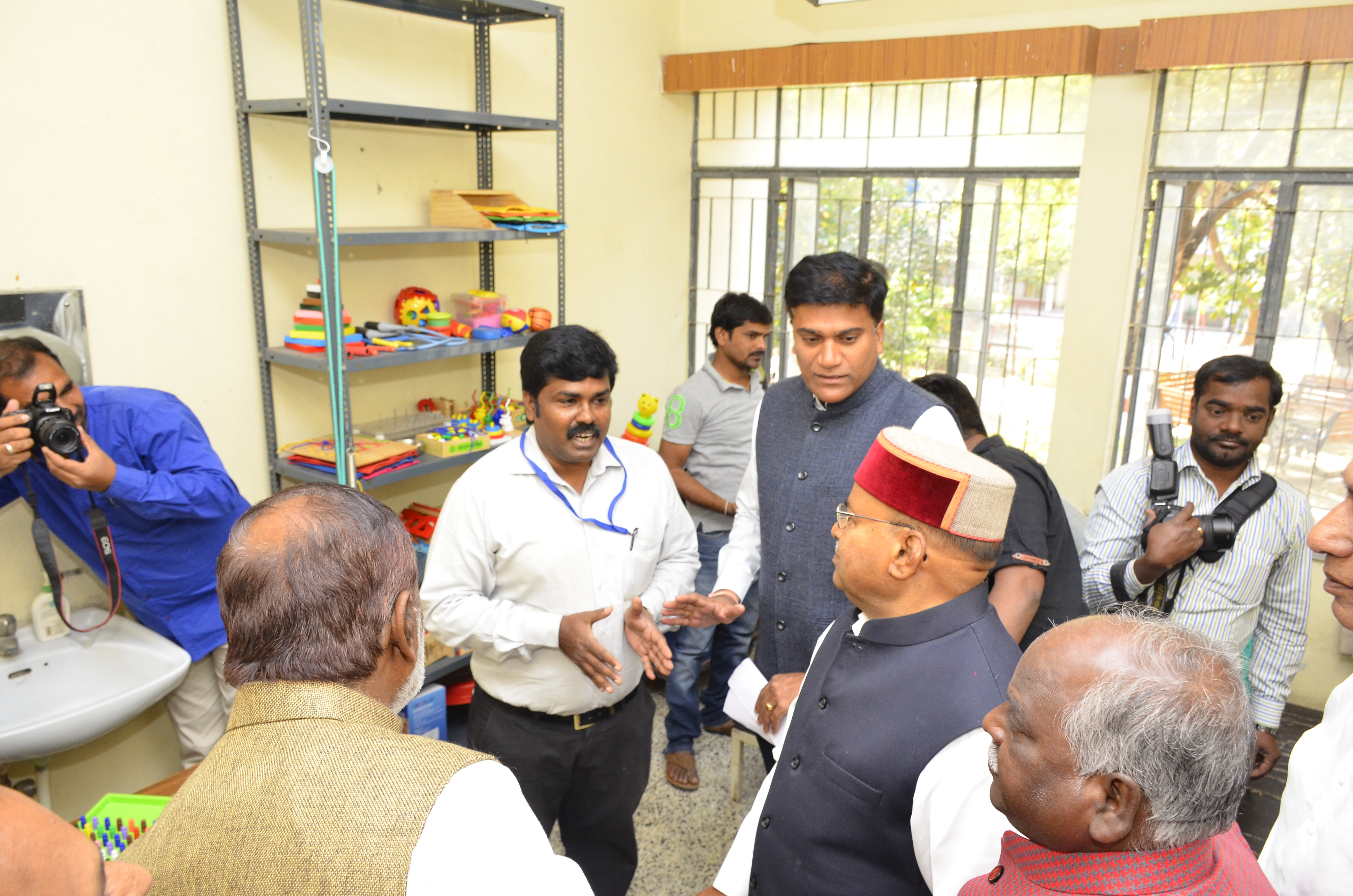 Visit of Shri.Thaawarchand Gehlot_eleven_size photo