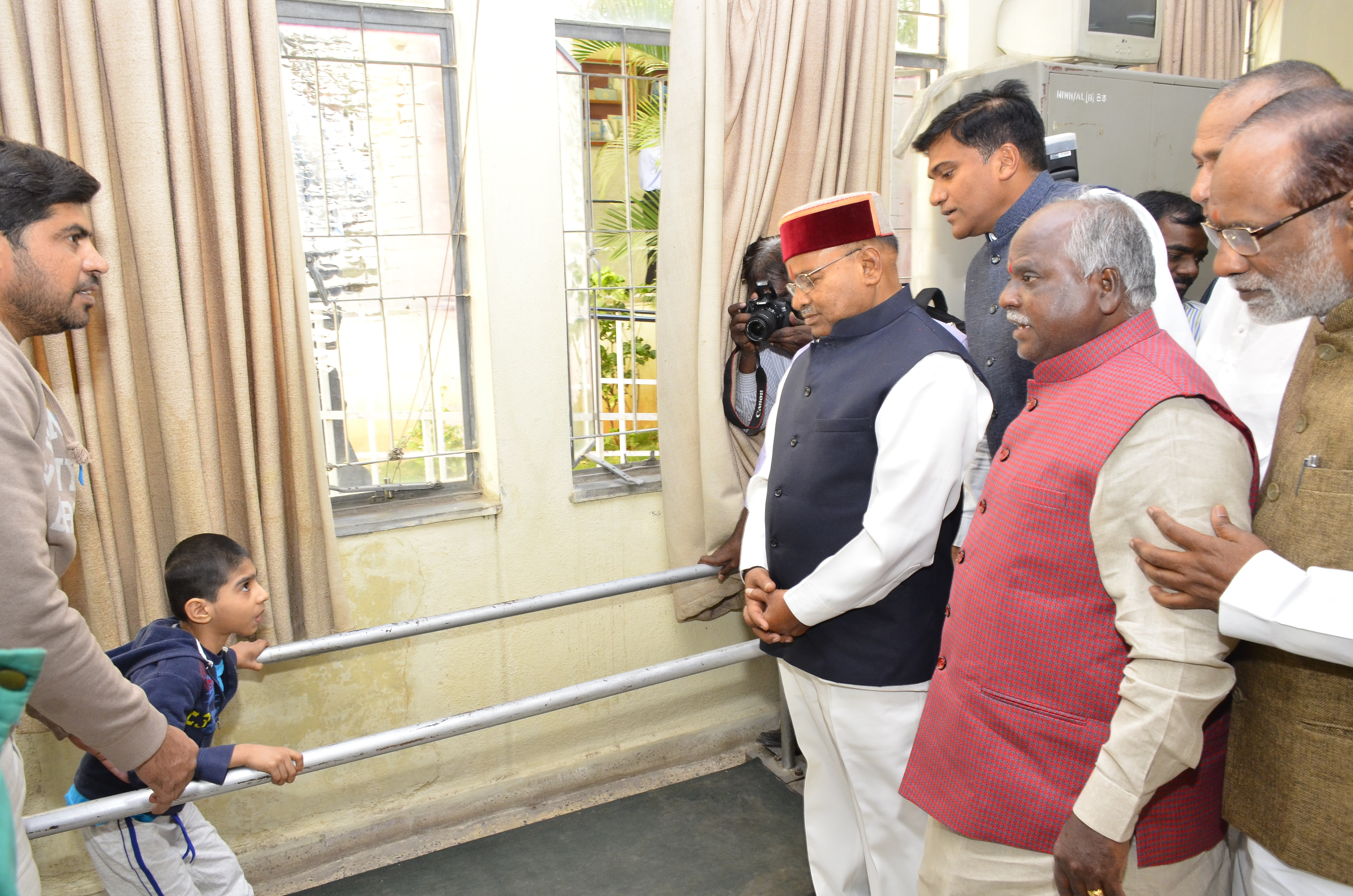 Visit of Shri.Thaawarchand Gehlot_nine_size photo