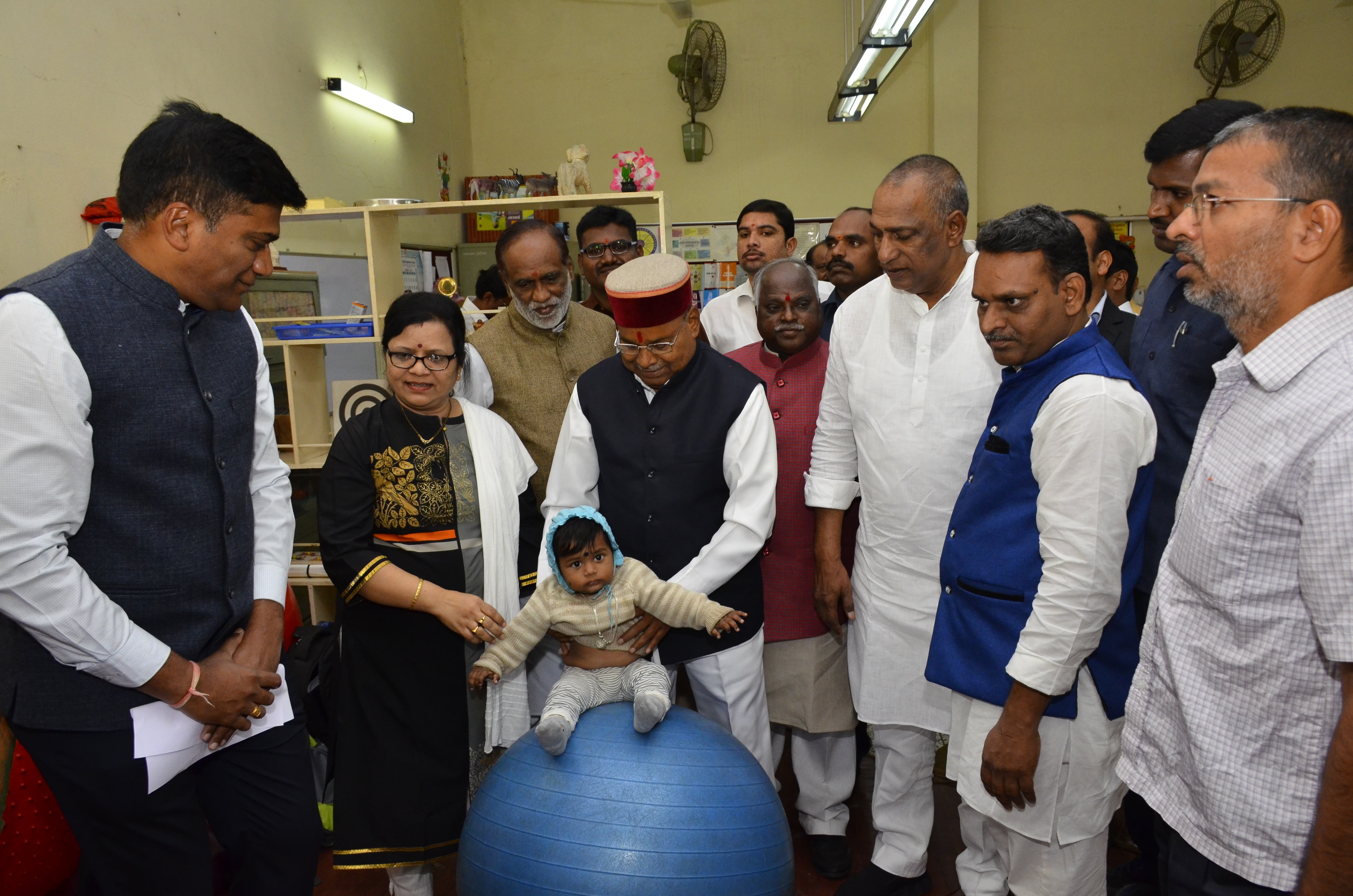 Visit of Shri.Thaawarchand Gehlot_tweleve_size photo